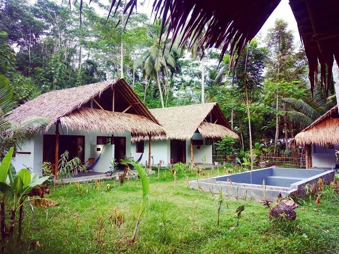 Tropical double bungalow at Batukaras €30