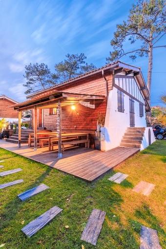 Wood'n Sea Surf Lodge €72