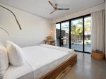 Villa Monoi - Sleeps 10, steps to the beach €484